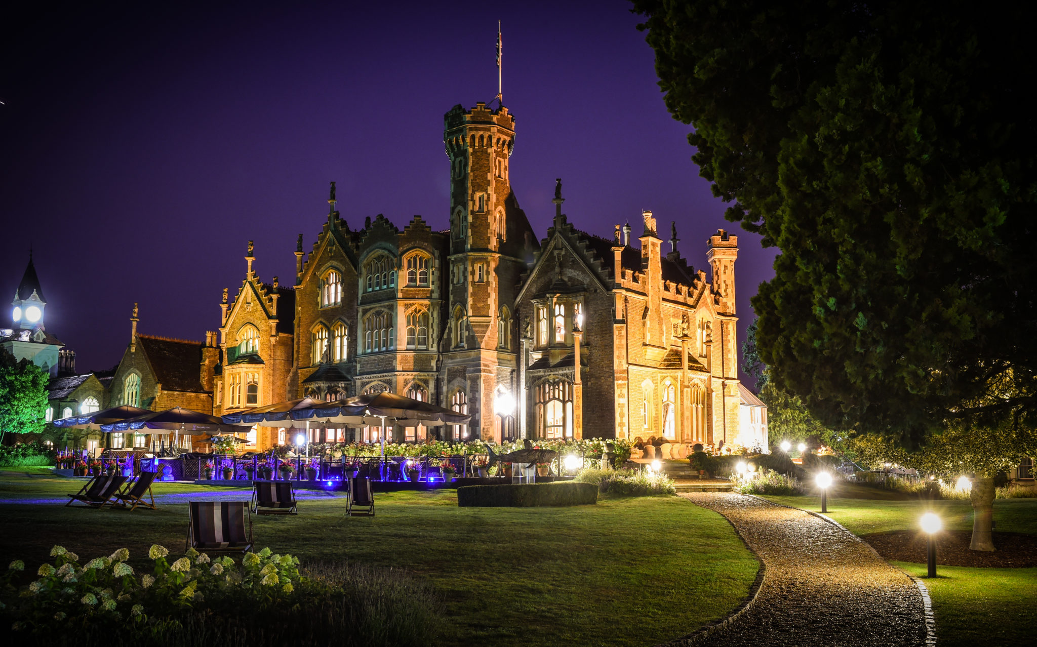Right Angle Corporate Events | Oakley Court Team Building