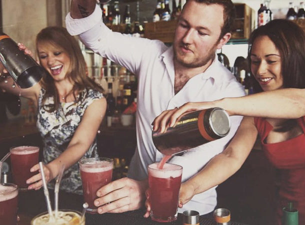 Top 40 Team Building Events in the UK - Right Angle Corporate Events - Cocktail Making